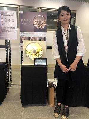 文創系洪詠琳設計作品「時計美學」壓克力時鐘,可自由搭配裝飾,提升居家生活情調。