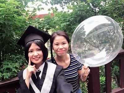 阮玉昕(右)為龍華科大應外系國際觀光與會展碩士生,希望累積更多經驗,讓人生不留白。