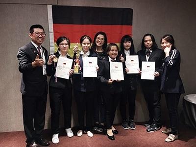 龍華科大學生參加2019萊茵盃葡萄酒盲飲品評競賽,獲得1金1銅3佳作共5項大獎。