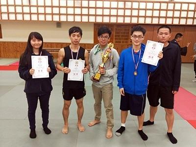 龍華學子連三年獲臺大盃散打搏擊全國冠軍,完成三連霸壯舉,圖為去年獲獎隊伍。