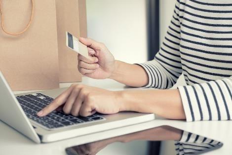 使用華夏哩程購物,最高可折購物金額35%,別讓哩程過期了!(圖/shutterstock.com)