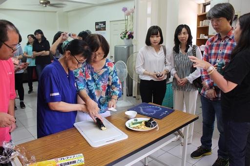 富宇慈善基金會觀摩視障者如何學習烹飪