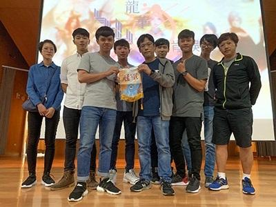 龍華科大「動態影像處理獎」冠軍團隊與艾肯娛樂產品發行Brain經理(右5)合影。