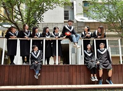 林陳進在求學期間多次擔任班級幹部、龍華青年文藝社社長,人緣極佳。