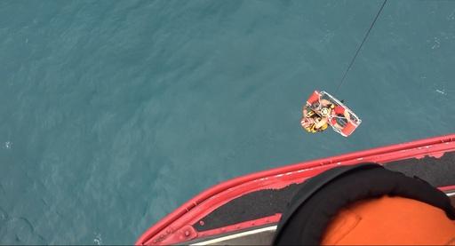 海巡人員出艙救援