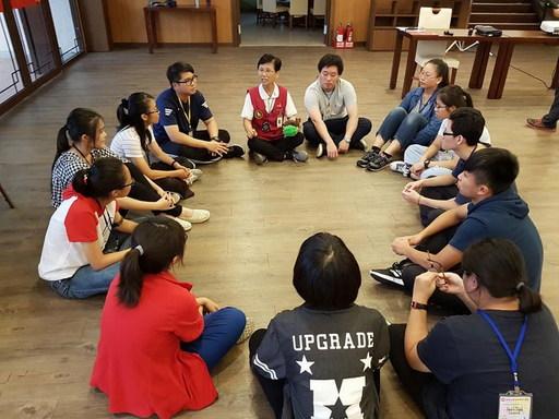 南華大學舉辦生命探索營,培養學生團隊精神與集體創作能力。