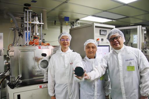 由中央大學光電系陳昇暉教授團隊自主開發的磊晶設備,是技術創新突破的重要關鍵。