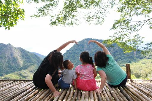 大小旅人在吉拉米代部落天空梯田留下美麗回憶。