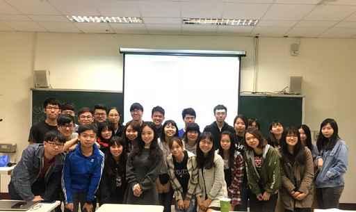 企管系邀請「讓狂人飛」公司營運長林佳瑾講師來校舉辦溝通與表達成長工作坊。