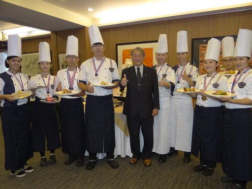 正修科大餐飲系在「2019馬來西亞環球廚藝挑戰賽」,奪2金5銀5銅。