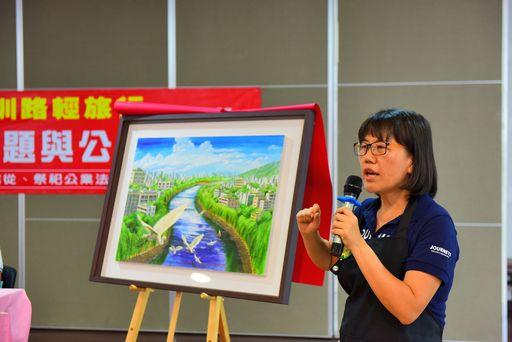 劉俐穎老師於揭畫儀式後,特別說明感念中臺科大林政勳博士領導的USR團隊對水圳保護的用心