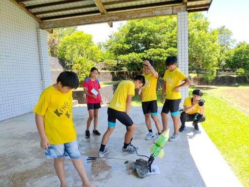 藥學服務隊同學舉辦育樂營活動。