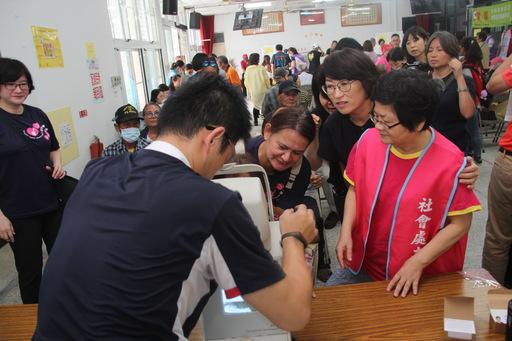 敬老好視力公益專案13日首站前進縱谷 饒慶鈴縣長親關心允改善弱勢長者視力