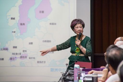 呂秀蓮舉世界中立國為例,希望台灣往瑞士的路上走,讓台灣價值可以分享世界。