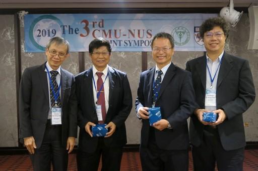 王陸海副校長(左二)、楊良友國際長(右二)及中醫學院陳易宏副院長(右一)與新加坡國立大學Yong Loo Lin School of Medicine負責國際事務的Dow Rhoon KOH主任合影。