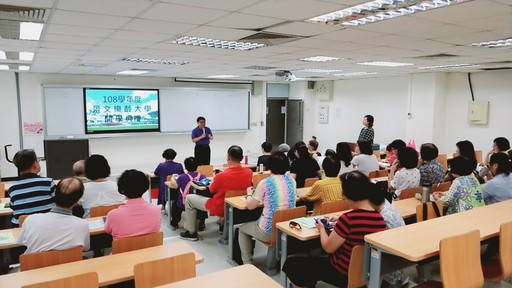 景文科技大學樂齡大學開學典禮,由副校長李弘斌主持致詞。