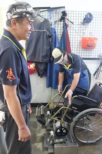 業成基金會捐贈輪椅輔車輪洗淨設備,讓輔具清潔更加完善而全面