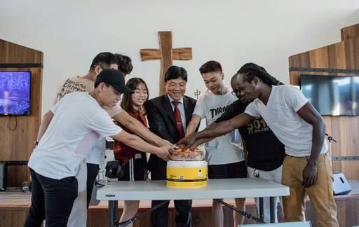 為9月壽星安排慶生活動,不但溫暖貼心,也讓在台求學的遊子感受到學校老師的用心和照顧