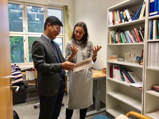 徐揮彥教授與Magdalena Kmak教授於奧博大學進行國際人權法進行意見交換