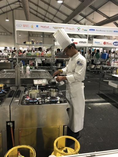 2019 FHM馬來西亞吉隆坡廚藝挑戰賽景文科大餐飲系學生徐炳坤比賽情形。