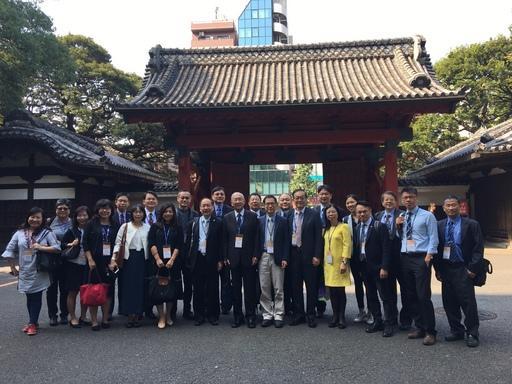 考察團成員於東京大學赤門前合影