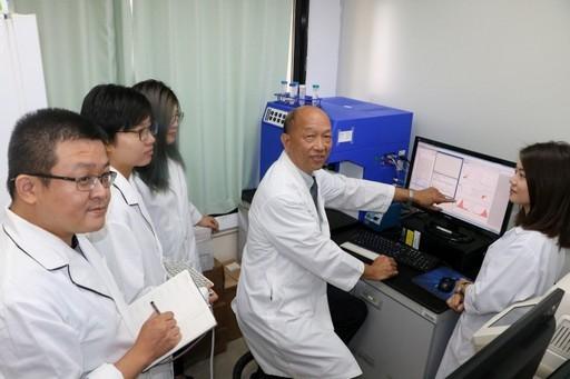 中國醫大蔡嘉哲教授研究發現「類風濕性關節炎」診斷新穎的血清檢測法。