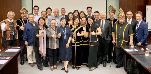 馬來西亞沙巴律師公會、總統府原住民族歷史正義與轉型正義委員會及原住民族委員會代表成員進行交流座談後,與會人員合影