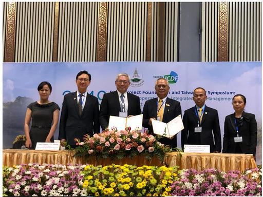 國合會項恬毅秘書長及皇家計畫基金會執行委員會委員暨資深顧問Pongsak Angkasith博士代表簽署第四期台泰技術合作計畫協定。