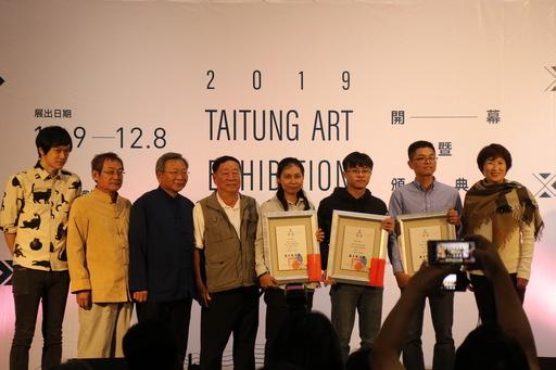 「2019臺東美展」 饒縣長親自頒發2位臺東獎得主 勉藝文人士堅持創作