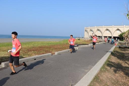 師生挑戰全長7公里的旗津海岸之美路跑