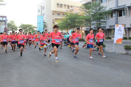 高科大二週年校慶暖身 500師生旗津路跑打頭陣