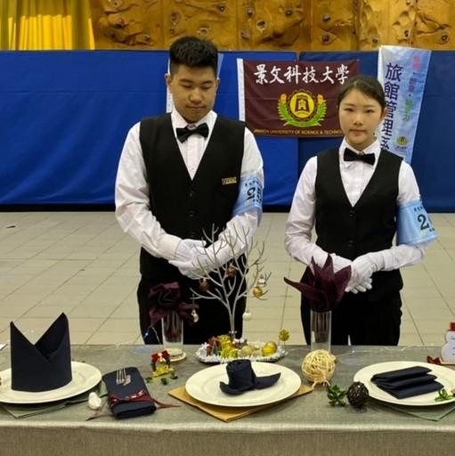 榮獲口布金牌黃冠儒及方婕二位選手。