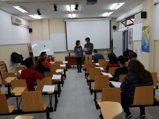 試務人員於「2019年華語文能力測驗」說明考試規則