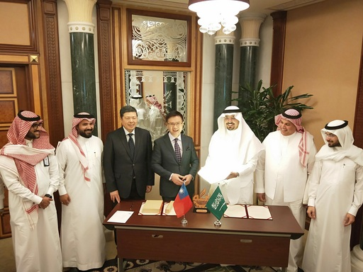 外貿協會董事長黃志芳與麥加商工會主席Mr. Hisham Muhammad Kaaki簽署合作備忘錄