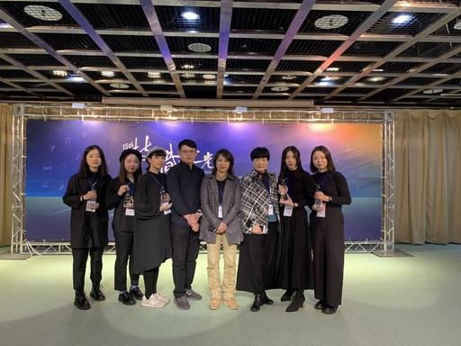 圖說一:出席領獎學生與邱惠琳主任、陳政昌及陳月英二位指導老師合影