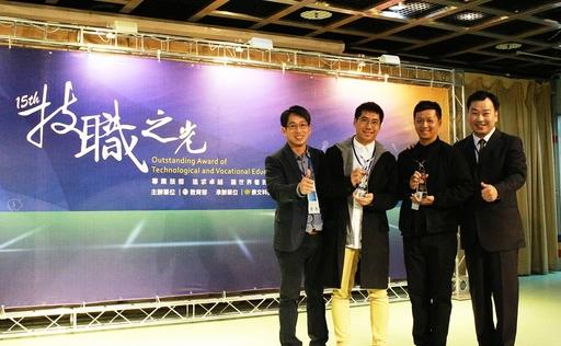 鄭仕鈞(左2)、杜星頡(右2)獲得技職傑出獎發明獎達人,與李天祥校長(右)、鄭明輝老師(左)合影