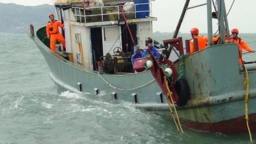 馬祖隊陸船非法越界作業 海巡裁罰30萬今驅離出境