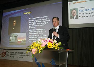 文森大學副校長David Tucker期待和龍華科大加強產學合作,培育工業4.0人才。