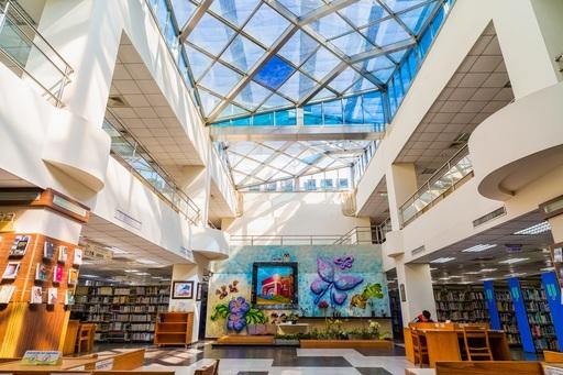 朝陽科大於圖書館建置空調冰水中心系統及綠色機房,推動節能減碳不遺餘力。