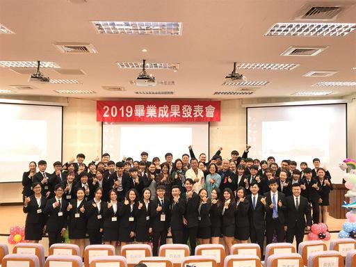 觀遊系109級畢業專題成果展全體師生合照