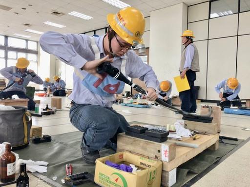 台電5月再招728名僱用人員,為強化工作現場電線裁剪、導線壓接等實務需要,輸配變電等5類別考生將加考握力測試