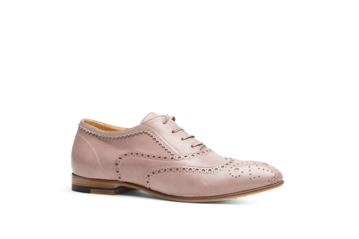 此系列鞋款靈感來自a.testoni 引以為傲的男士黑牌正裝手工鞋技藝。