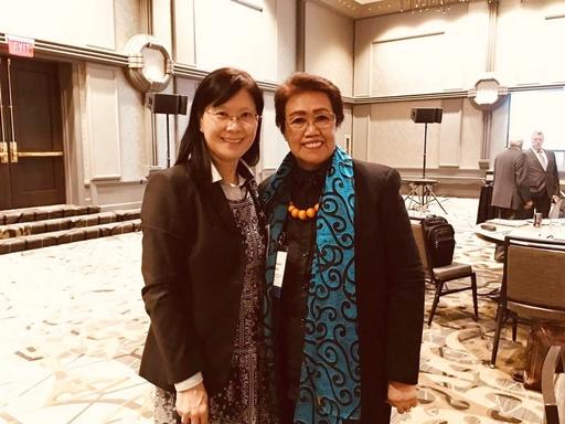 ACCSB何希慧副執行長與ASEAN國際品保中心主席Teresita Manzala合影