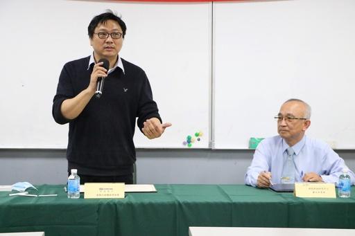 虹冠電子執行副總經理林保偉(左)致詞