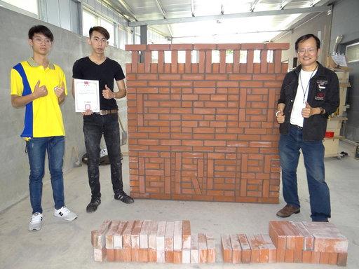 正修建築系一年級同學張育銘全國技能南區競賽,拿下砌磚銀牌。