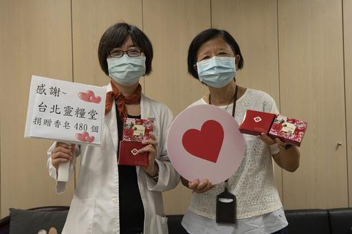 圖說:亞東醫院王怡人社工師(左)、台北靈糧堂胡毅牧師(右)