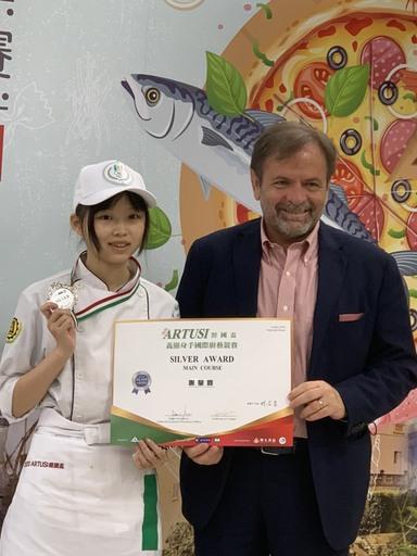 景文科大餐飲系謝瑩霓榮獲銀牌。