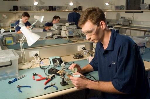 航空維修人員的敘薪會依工作職務、證照、工作經驗而有所不同