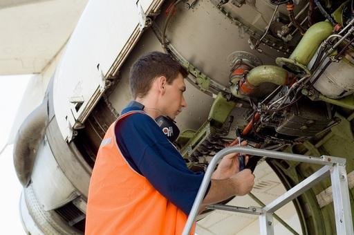 持有丙級飛機修護證照每月加薪幅度可達NT1000-NT2000