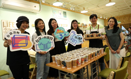 圖二:希望種子咖啡老闆黃以宏(右二)與肯亞SuperTeam代表